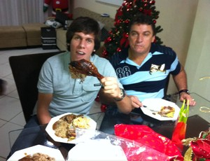 Danilo ao lado do pai, durante o último natal (Foto: Arquivo pessoal)