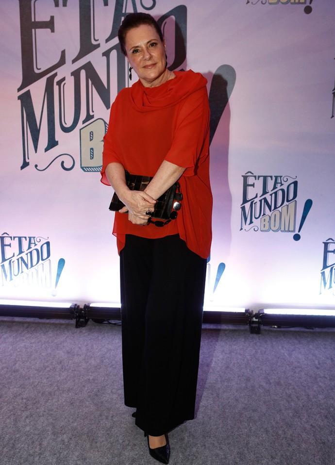 Elizabeth Savala elegante na coletiva de 'Êta Mundo Bom!' (Foto: Inácio Moraes/Gshow)