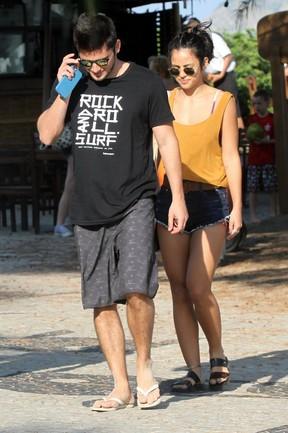 Bruno Gissoni e a namorada Yanna (Foto: Marcos Ferreira /photo rio news)