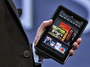 Kindle Fire tem tela de 7 polegadas e conexão Wi-Fi (Foto: Shannon Stapleton/Reuters)