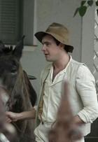 Sergio Guizé grava cenas da novela 'Êta Mundo Bom', próxima das seis
