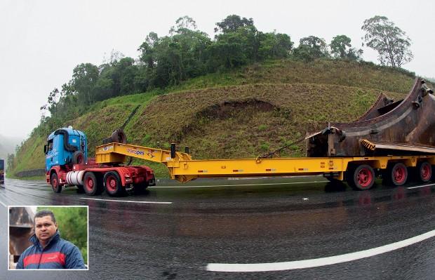 DEVAGAR E SEMPRE Carreta pilotada pelo motorista Lucinaldo Alves do  Nascimento (no detalhe). 40839a7c1580