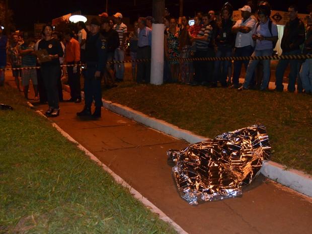 Mulher atropelada em Dourados (Foto: S. Lemos/ Dourados Agora)
