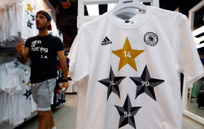 loja camisas comemorativas Alemanha campeão mundial 2014 (Foto: Agência Reuters)