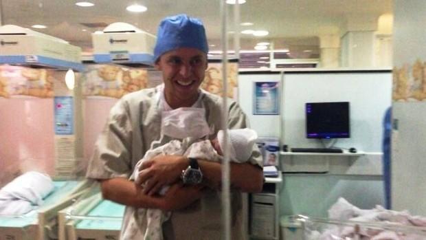 Rafinha filha recém nascida Bayern Munique (Foto: arquivo pessoal)