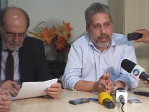 Representantes do Cremepe e Simepe realizaram uma coletiva para apontar os problemas da saúde em Petrolina, PE (Foto: João Barbosa / TV Grande Rio)