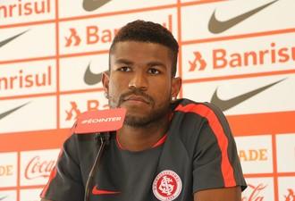 Geferson lateral-esquerdo Inter (Foto: Tomás Hammes / GloboEsporte.com)