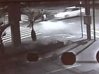 Vídeo mostra acidente entre carro e moto que matou entregador em GO