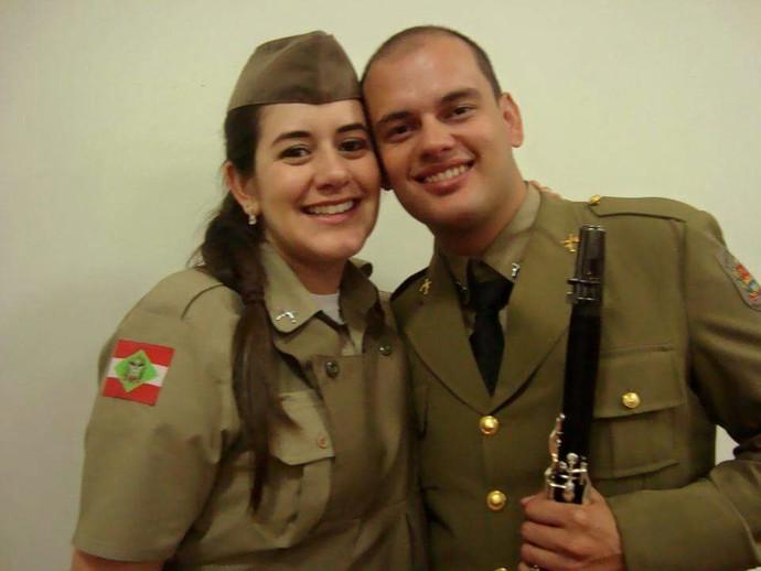 Caroline e Humberto são clarinetistas da banda da PM de SC (Foto: Humberto Ribeiro/Arquivo pessoal)