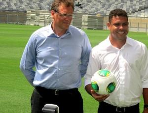 jerome valcke ronaldo estádio mineirão visita (Foto: Felippe Costa)