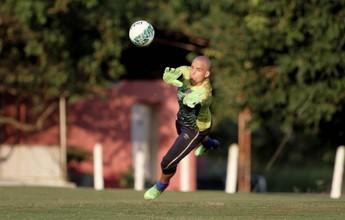Julio Cesar volta aos treinos e retorna ao time do Náutico contra Atlético-GO