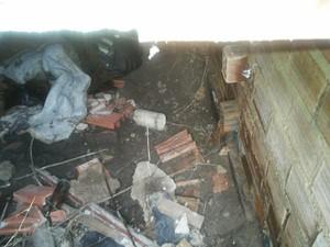 Cadáver foi encontrado dentro de galeria de água  (Foto: Lucas Leite/G1)