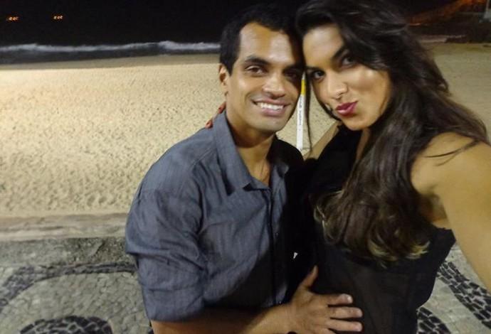 Luciane Escouto anuncia gravidez ao lado do marido vôlei (Foto: Reprodução/Facebook)