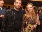 Fernanda Rodrigues vai com o marido, Raoni Cordeiro, ao teatro