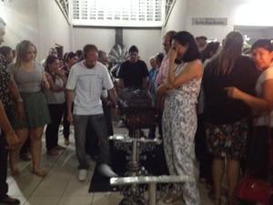 Velório das vítimas da queda do ultraleve em Teresina (Foto: Fernando Brito/G1)
