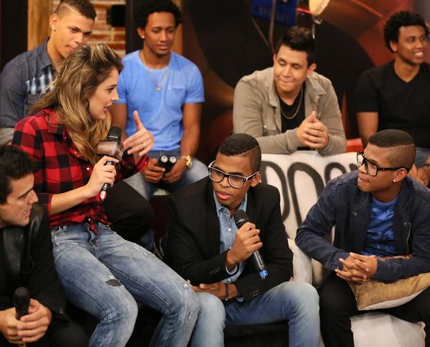 Lucas e Orelha conversam com Rafa Brites no SuperStar Web (Foto: Isabella Pinheiro / TV Globo)
