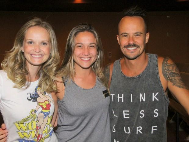 Fernanda Rodrigues, Fernanda Gentil e Paulo Vilhena em teatro na Zona Sul do Rio (Foto: Daniel Delmiro/ Ag. News)
