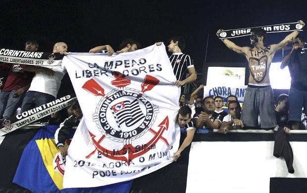 torcida do Corinthians no Pacaembu final Libertadores (Foto: EFE)