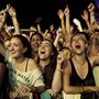 Público se espreme no 'gargarejo' para ver shows (Felipe Dana/AP)