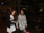 Rayanne Morais e Douglas Sampaio são clicados juntinhos em shopping