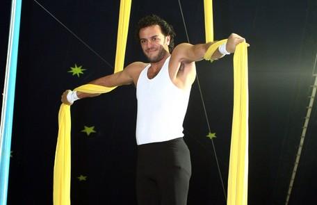 Rodrigo Lombardi praticou acrobacia aérea no Circo do Faustão Divulgação/ TV Globo