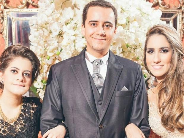 Fernanda (ponta direita) e os irmãos: o mais velho é advogado e caçula estuda direito.  (Foto: Fernanda Bertocco Melo/Arquivo pessoal)