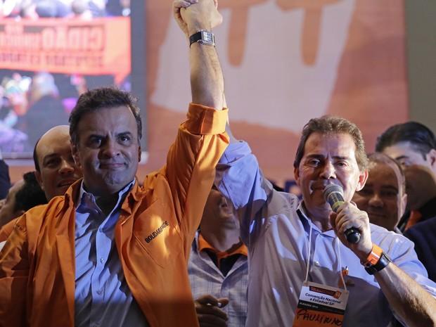 Candidato à Presidência da República pelo PSDB, senador Aécio Neves (e), e o presidente do Solidariedade, deputado Paulo Pereira da Silva (Foto: Nelson Antoine/ Estadão Conteúdo)