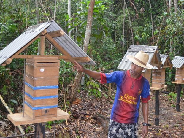 Francisco Lopes é o respnsável pelo programa de Meliponicultura (Foto: Francisco Rocha/G1)