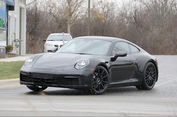 Novo Porsche 911 flagrado em testes (Foto: Automedia)