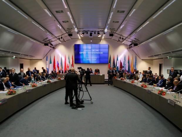 Organização dos Países Exportadores de Petróleo (Opep) está reunida nesta quarta-feira em sua sede em Viena (Foto: Heinz-Peter Bader/Reuters)