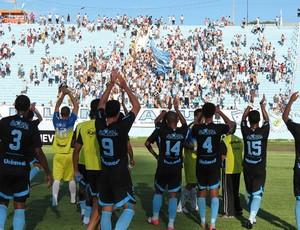 Londrina comemora com a torcida, após a vitória contra o Toledo (Foto: Divulgação / Site oficial do Londrina)