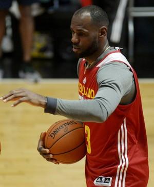 LeBron James durante treino do Cleveland Cavaliers (Foto: Alexandre Loureiro/Inovafoto)