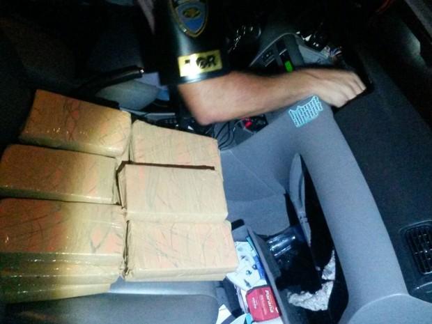 Drogas estavam  escondidas no interior do veículo (Foto: Divulgação/PM Rodoviária)