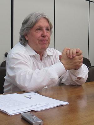 Ex-diretor da Petrobras, Ildo Sauer fala à imprensa nesta sexta-feira (18) (Foto: Simone Cunha/G1)