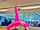 Danielle Winits dá show de elasticidade