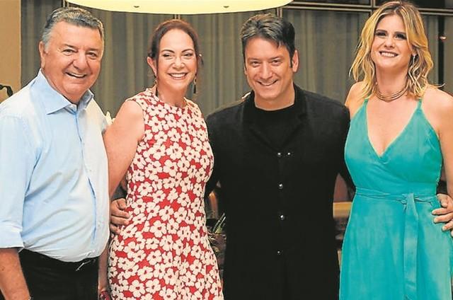 Arnaldo e Graça Coelho com Luiz Carlos Júnior e Janaína Xavier (Foto: Arquivo pessoal)