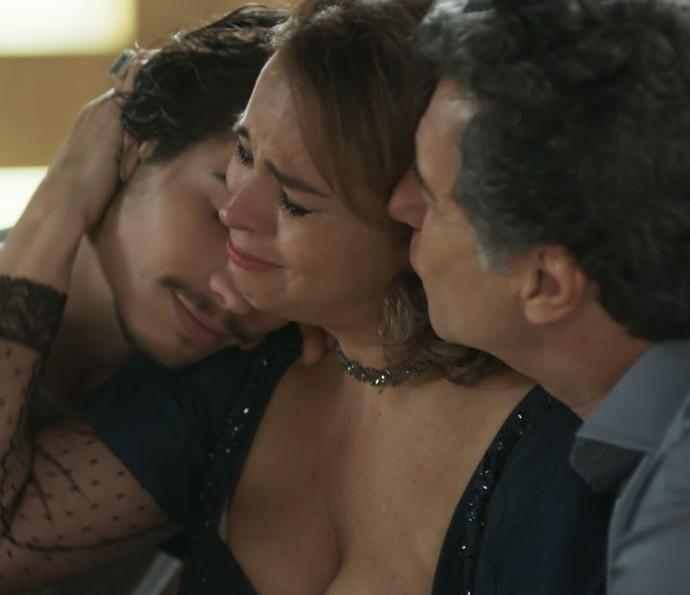 Nicolau pede desculpas à mãe: será que ele conta a verdade sobre a doença? (Foto: TV Globo)