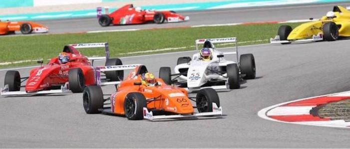 Fórmula 4 termina sem carros em Sepang