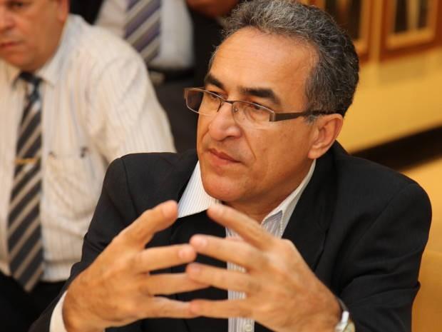 Deputado Edmilson Rodrigues concorre pela terceira vez ao cargo de prefeito de Belém (Foto: Paulo Akira/O Liberal)