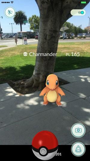 'Pokémon Go', jogo que leva os monstrinhos da franquia para o mundo real, roda apenas em smartphones. (Foto: Divulgação/Apple)