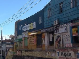 Caso aconteceu dentro de uma escola de informática no bairro da Caixa D'água, em Salvador, (Foto: Reprodução/TV Bahia)