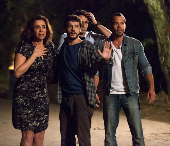 Francesca, Giovanni, Beto e Apolo ficam em pânico! (Foto: Fabiano Battaglin/Gshow)