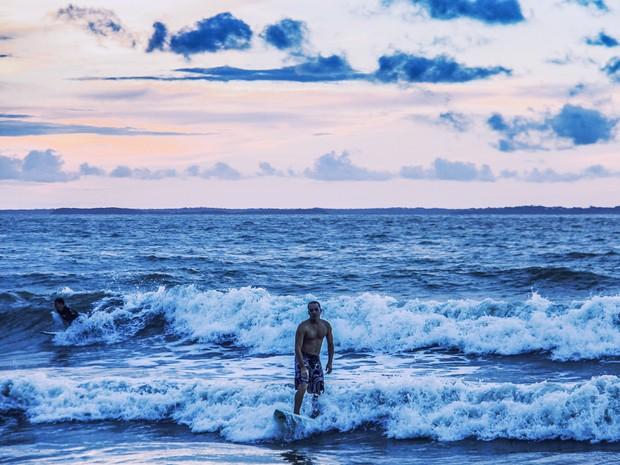 Prática do Surf - Praia de São Marcos, em São Luís (MA) (Foto: Aluízio Ribeiro)