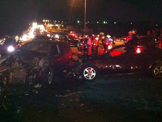 Três pessoas morreram em acidente na BR 101, em Natal, neste sábado (Foto: Matheus Magalhães/G1)