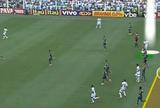 No detalhe: quatro jogadores deram condição a Robinho em gol na Vila