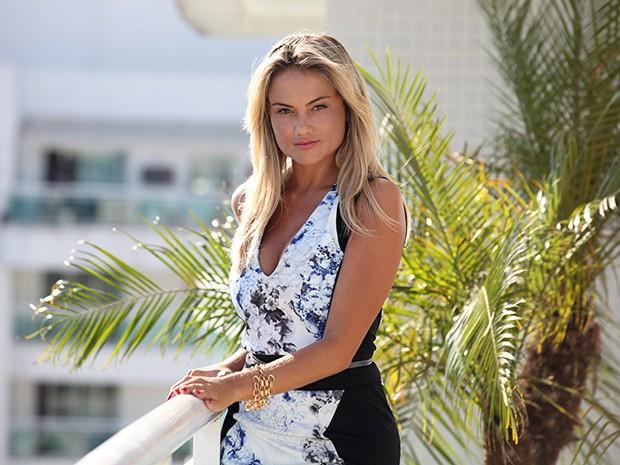 Ellen Rocche causa na pele de Ludmila  (Foto: Carol Caminha / TV Globo)