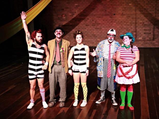 Espetáculo conta a história de uma família muito divertida (Foto: Ana Paula Azevendo/Divulgação)
