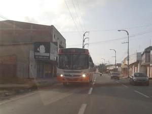Rodoviários voltaram  a circular após garantia de policiamento ostensivo (Foto: Raquel Soares/ G1 MA)