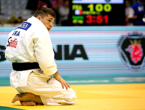 Penalber ajoelhado tatame derrota para francês (Foto: Leandra Benjamin /MPIX)