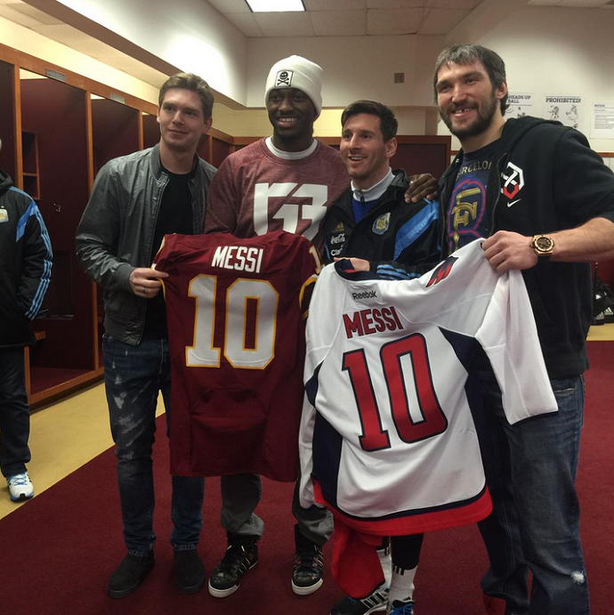 BLOG: Lionel Messi é tietado por jogadores da NFL e NHL em Washington
